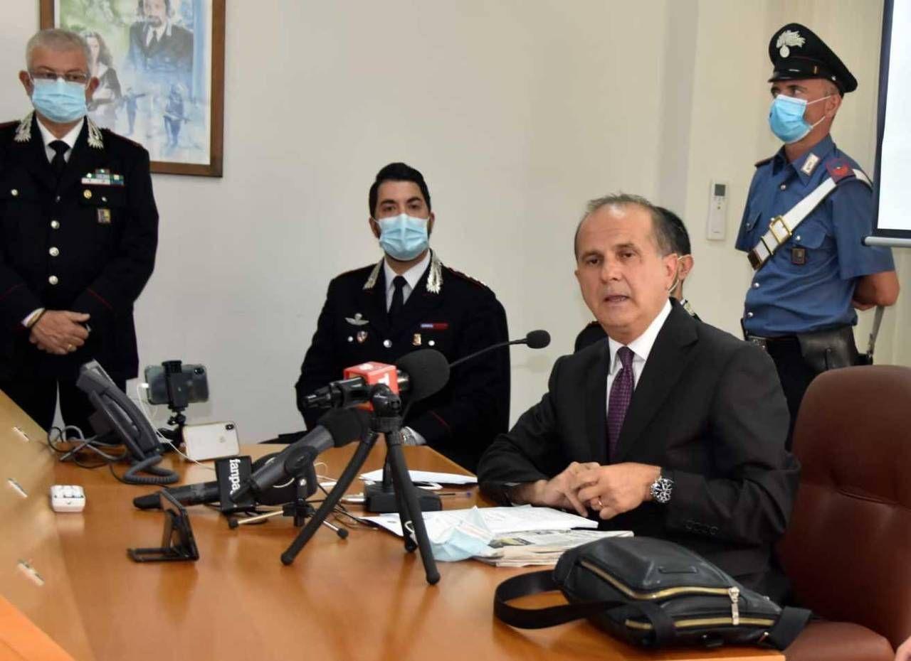 Il procuratore capo durante la conferenza stampa a Terni dopo il fermo di Aldo Maria Romboli, che ha confessato la cessione di metadone ai due giovanissimi. Flavio Presuttari e Gianluca Alonzi, di 16 e 15 anni, sono poi morti nel sonno