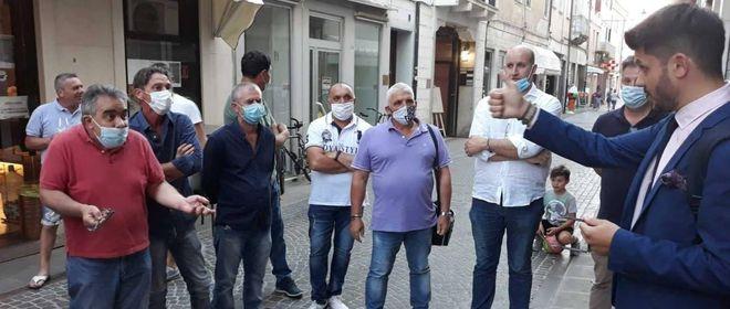 I residenti di Passetto protestano per la rampa e chiedono spiegazioni al sindaco