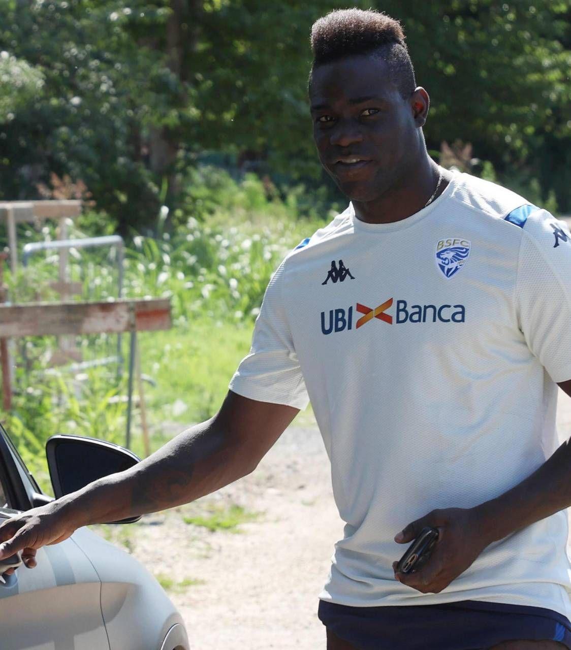 Mario Balotelli, nato il 12 agosto 1990 a Palermo, è stato adottato a Brescia
