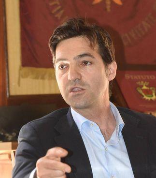 I candidati alla presidenza: Francesco Acquaroli (centrodestra) e Maurizio Mangialardi (centrosinistra)