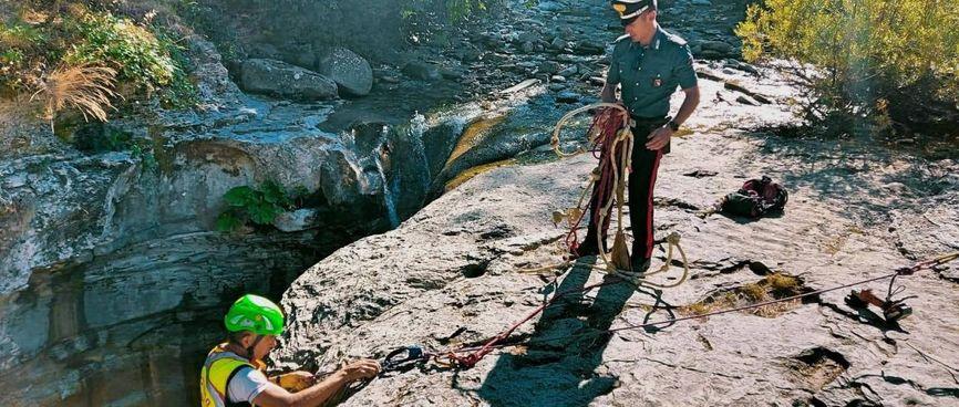 Un turista che s'era calato nella gola della Grotta Urlante allontanato dai carabinieri durante il blitz di sgombero