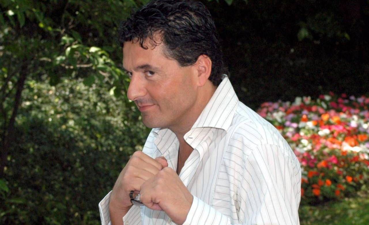 Teo Mammucari, 55 anni, è conduttore televisivo, attore e cantante