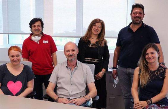 Lo staff di Teapak: al centro Andrea Costa, managing director