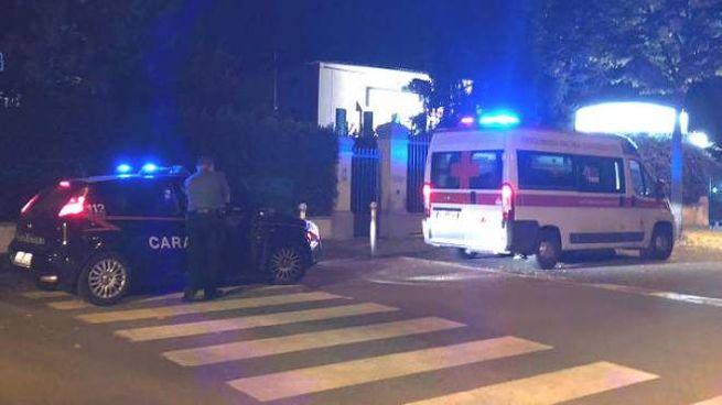Accoltellato al culmine della lite, sul posto ambulanza e carabinieri