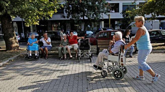 Alcuni anziani (Ansa)