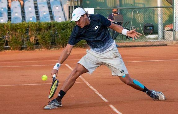 Il giovane Luciano Darderi in campo per il Circolo Tennis Massa Lombarda