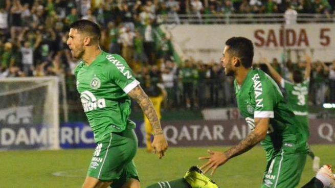L'esultanza di alcuni calciatori della Chapecoense