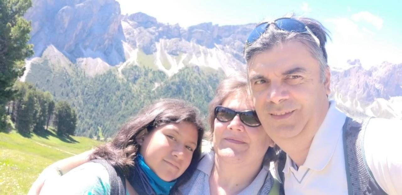 La 45enne Silvia Anselmo insieme con il marito e la figlia adottiva Maily, 10 anni