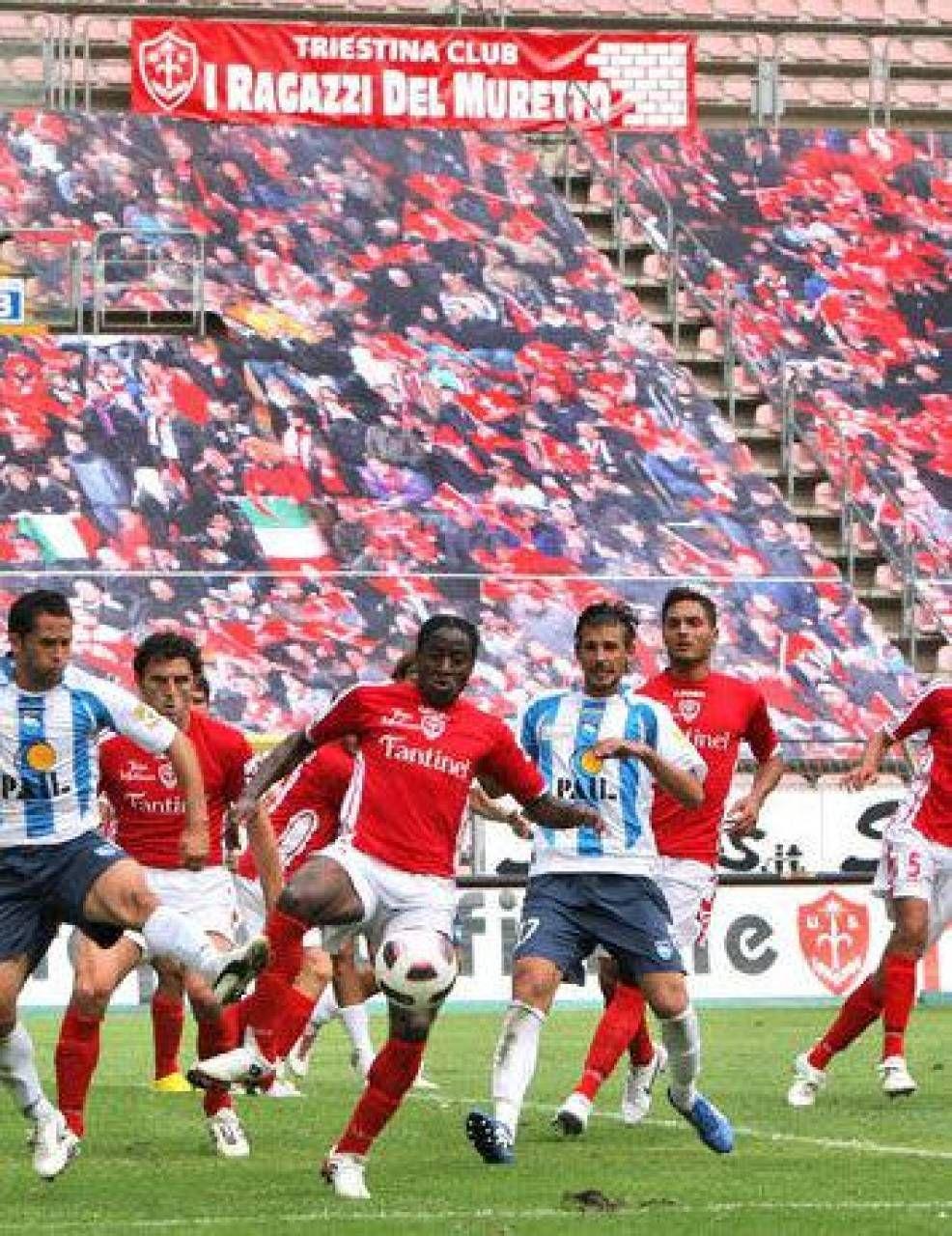 Tifosi finti disegnati sulle tribune: gli stadi italiani si sono organizzati per evitare lo spettacolo triste degli spalti completamente vuoti (Foto Sky)