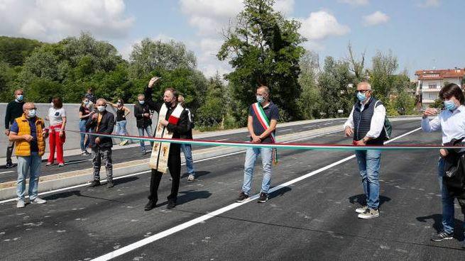 L'inaugurazione della strada, fatta il 30 maggio scorso, che collega Cattabrighe e Vismara