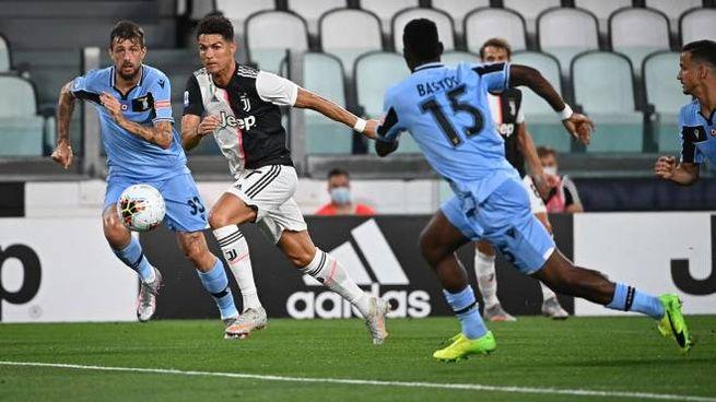 Juventus-Lazio, Ronaldo seguito da Acerbi e Bastos (Ansa)