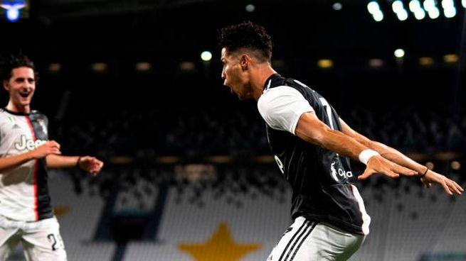 Juventus-Lazio, l'esultanza di Cristiano Ronaldo dopo il gol su rigore (Ansa)