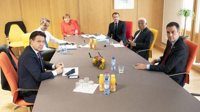 Il premier Giuseppe Conte durante un incontro a Bruxelles (Ansa)