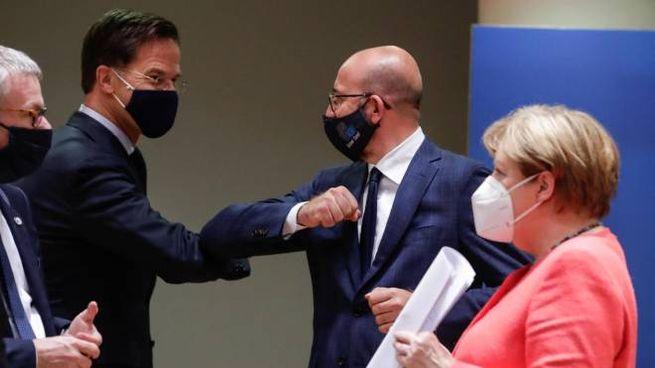 Da sinistra Mark Rutte, Charles Michel e Angela Merkel (Ansa)
