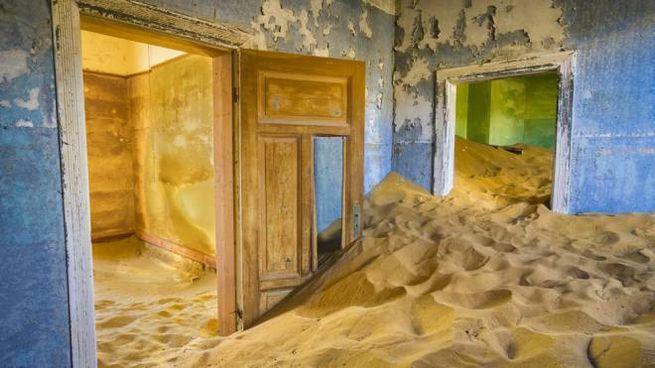 Kolmanskop, una città fantasma nel deserto della Namibia