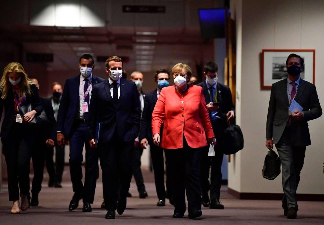 Emmanuel Macron e Angela Merkel a Bruxelles (Ansa)