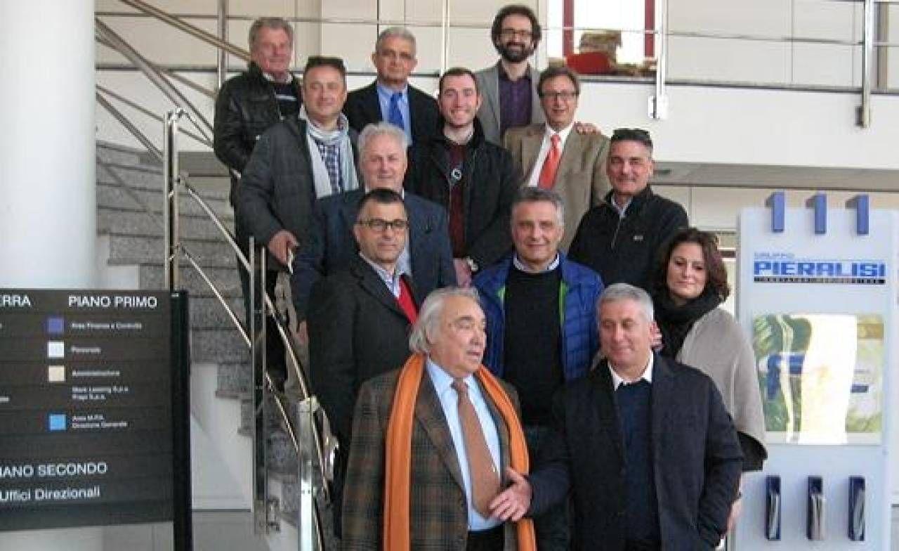 L'ingegnere Gennaro Pieralisi, nella foto è il primo a sinistra