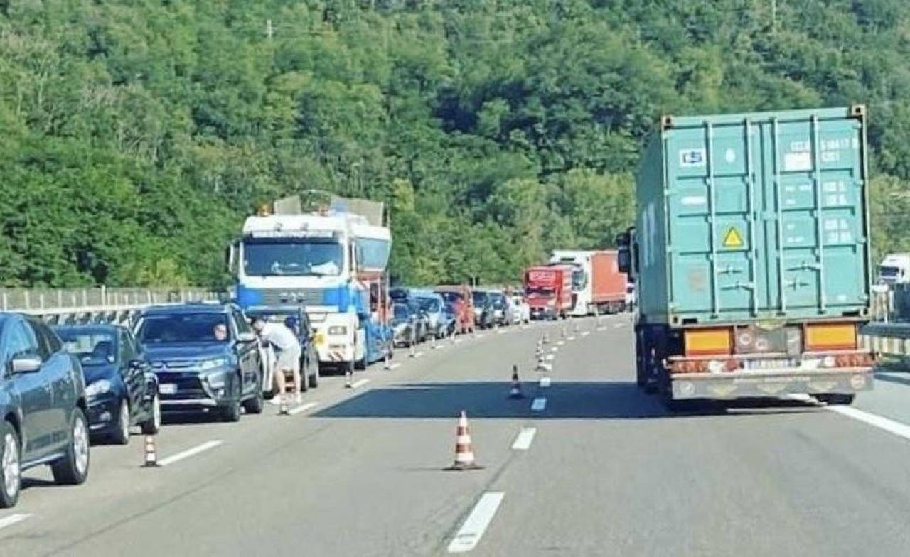 Un'immagine recente di code sulle autostrade liguri a causa dei cantieri