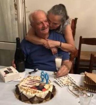 Alberto Prenna con la moglie Silvana durante i festeggiamenti per gli 80 anni E' una delle memorie storiche del nostro calcio