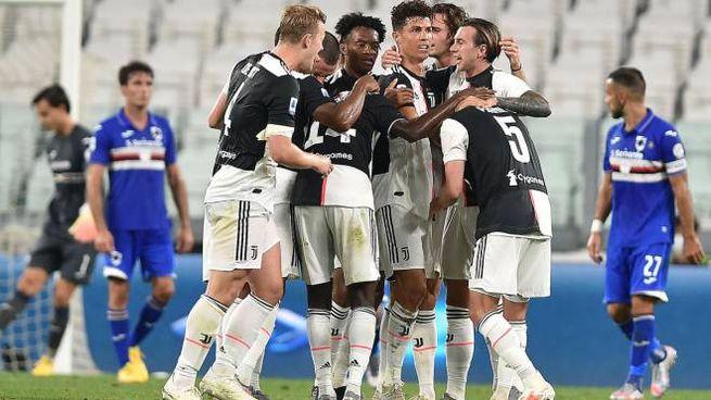 Juve-Samp, Ronaldo esulta con i compagni (Ansa)