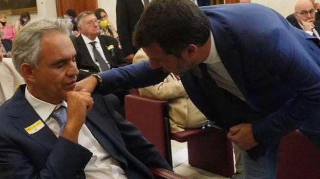 Matteo Salvini saluta Andrea Bocelli al convegno in Senato (Ansa)