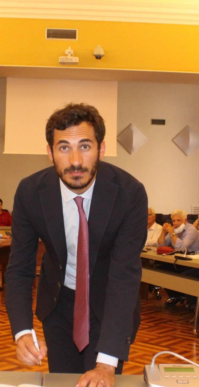 Il sindaco Lattuca al momento della firma del Patto ieri in municipio