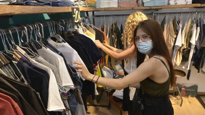 Partono i saldi da domani: i commercianti sperano in un aiuto dopo il lockdown