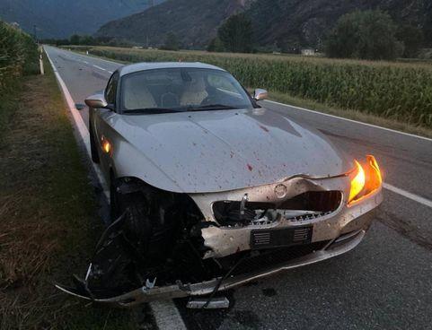 I danni ingenti. alla parte anteriore della vettura sportiva