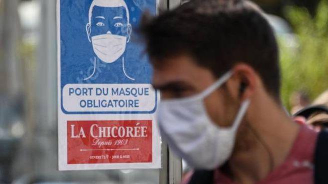 """Coronavirus, in Francia picco di contagi: è l'""""effetto vacanze"""" (Ansa)"""