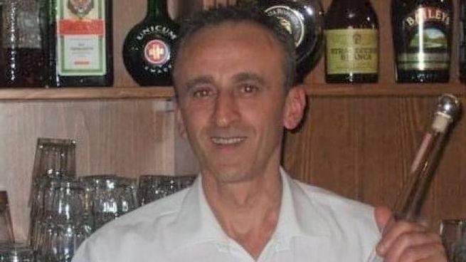 Gerardo Visone dietro il bancone di uno dei locali in cui ha lavorato a Cesenatico