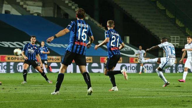 Atalanta-Inter 0-2, il gol del raddoppio di Young (Ansa)