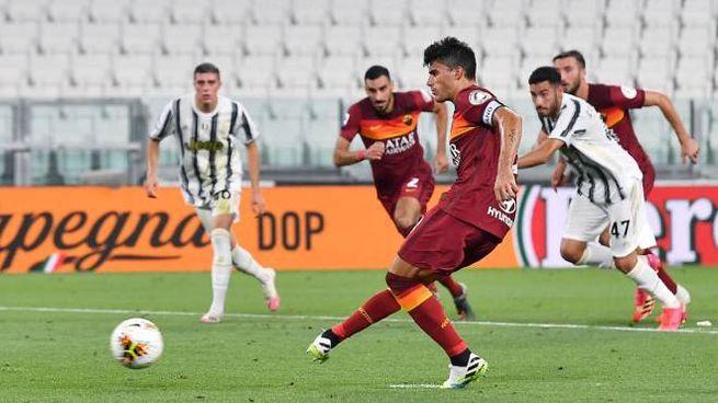 Juventus-Roma 1-3, Perotti realizza il rigore (Ansa)