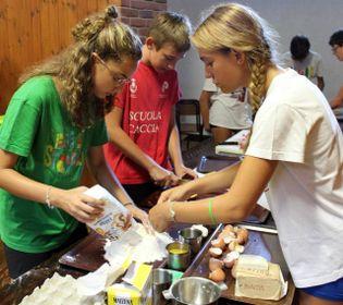 Dalla preparazione dei pasti, alle ore di svago all'aperto: al progetto OratHome hanno partecipato 120 ragazzi tra i 10 e i 14 anni