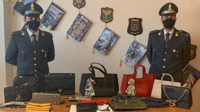 Alcuni degli oggetti contraffatti e sequestrati dalla Finanza