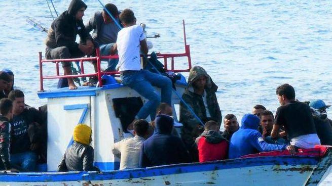 Migranti tunisini stanno sbarcando senza sosta (foto d'archivio)