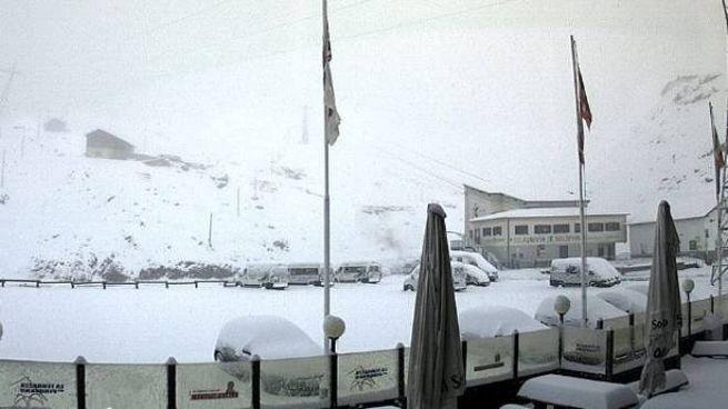 Neve al Passo dello Stelvio (Frame webcam passostelvio.eu)