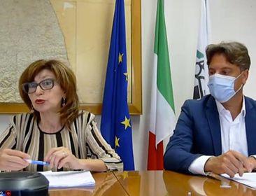 L'assessore regionale Loretta Bravi con il dirigente Massimo Rocchi della funzione Istruzione, Formazione Lavoro