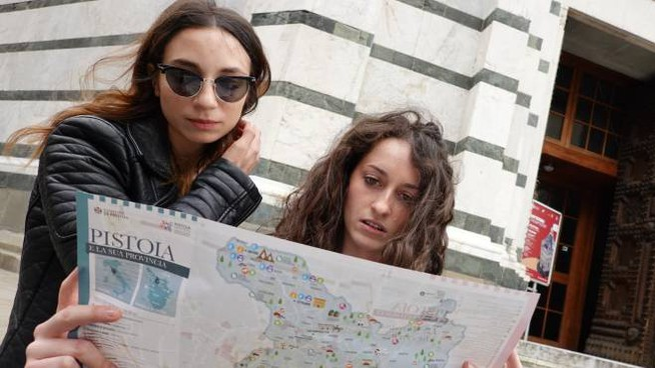 Turisti a Pistoia in tempi non-Covid (Acerboni/FotoCastellani)
