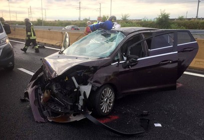 L'auto della giovane di Corbetta dopo la carambola sull'autostrada