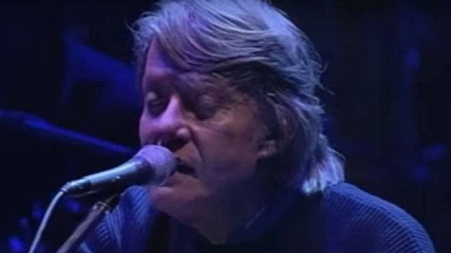 Uno screenshot del video in cui De André canta 'Crêuza de mä' - Foto: pagina ufficiale YT