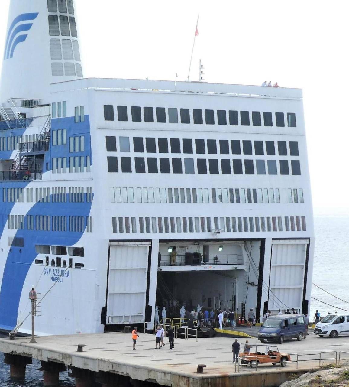 La nave quarantena Gnv Azzurra per il trasferimento dei migranti ospiti del centro di accoglienza di Lampedusa