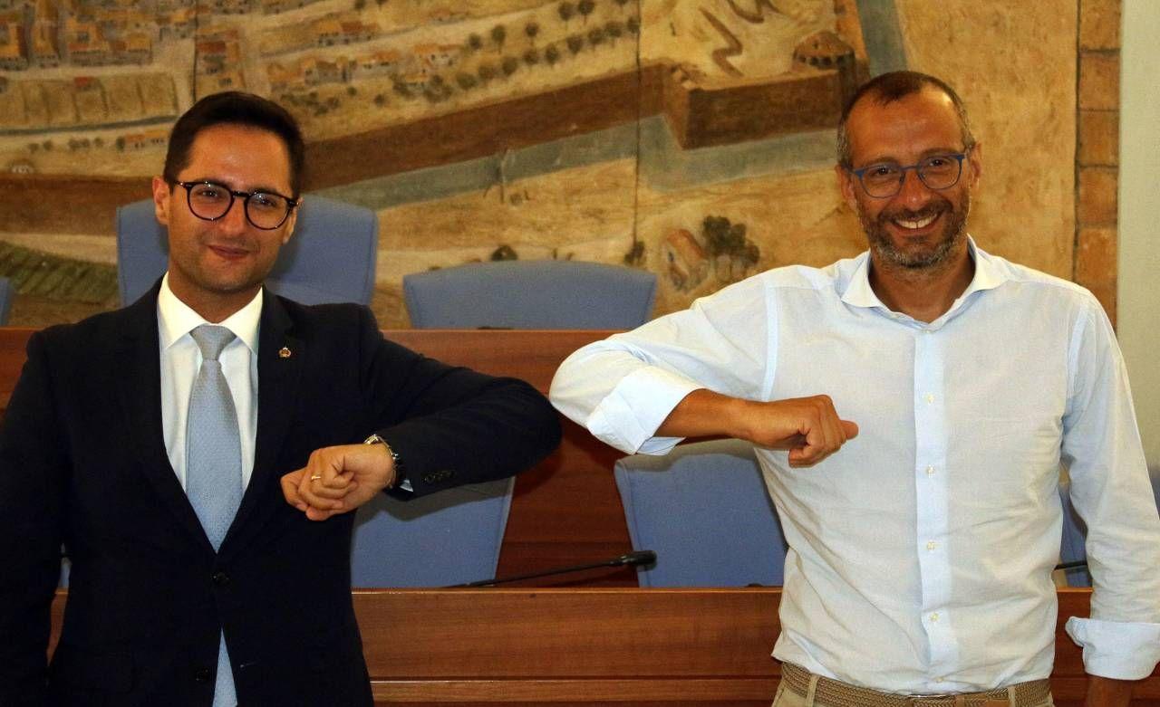 Il segretario Fabio Righi con il sindaco Matteo Ricci al termine dell'incontro che si è tenuto nei giorni scorsi nel municipio della città marchigiana