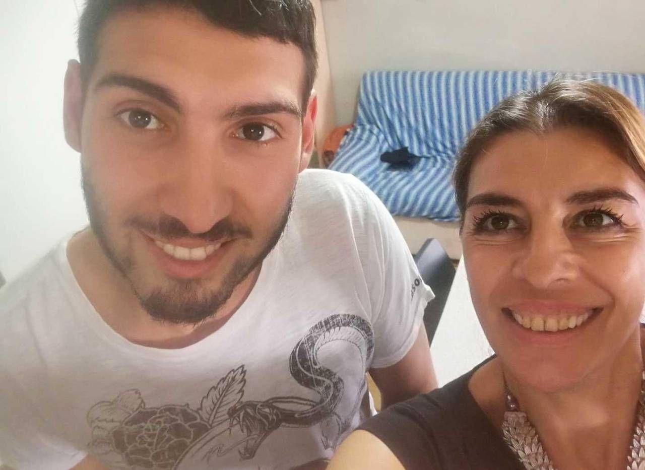Samuele Ventrella in un momento felice insieme alla mamma Sonia, che oggi non ha più lacrime