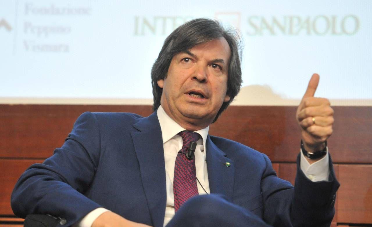 Carlo Messina, 58 anni, è ceo di Intesa Sanpaolo, che guida dal 2013