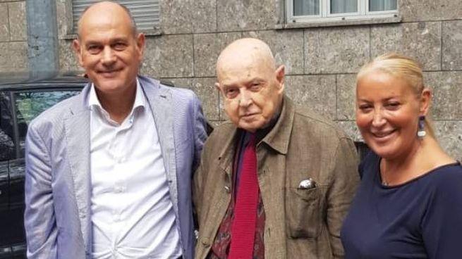 Cassio Morosetti al centro con il sindaco Bacci e l'assessore Marialuisa Quaglieri