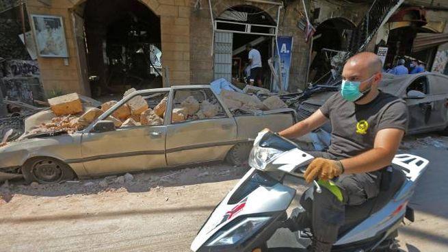 Per le strade di Beirut distrutta