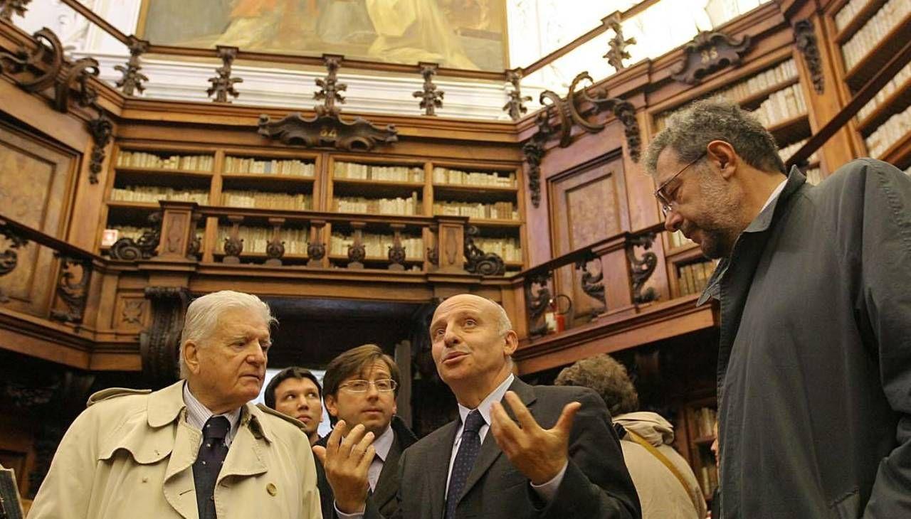 Da sinistra Sergio Zavoli alla Classense nel 2007 con Alberto Cassani, il direttore della biblioteca Donatino Domini e l'allora sindaco Fabrizio Matteucci