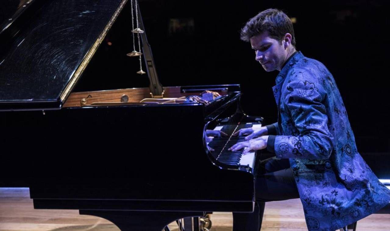 Il pianista spagnolo Marco Mezquida in una delle sue performance