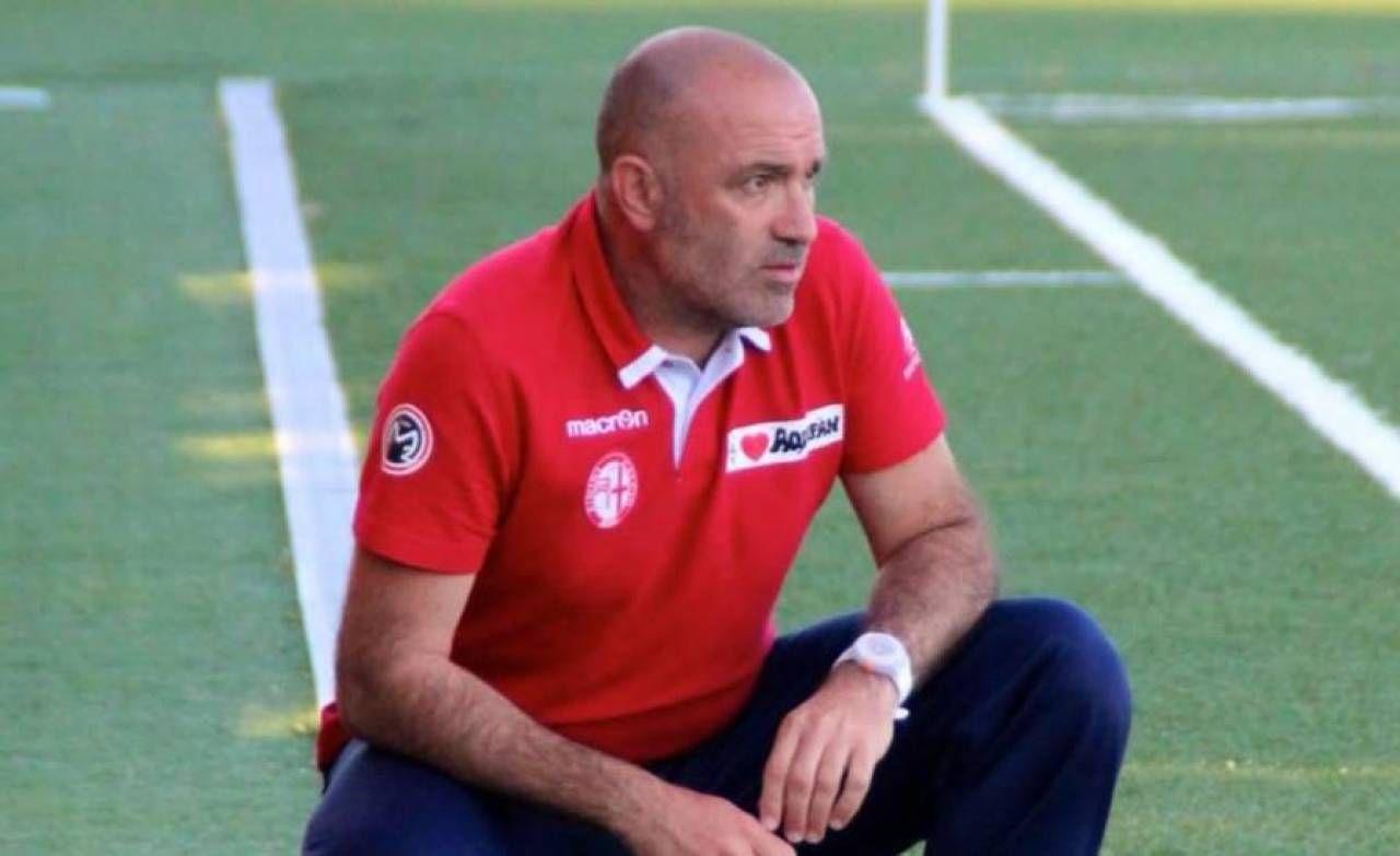 Mister Omar Manuelli, fanese, allenatore di lungo corso alla guida di compagini di serie D e anche di Lega Pro