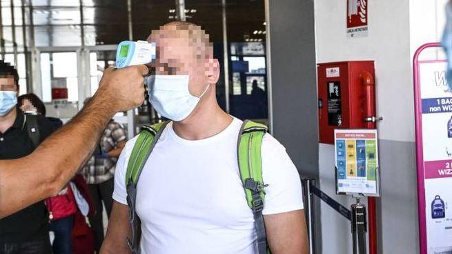 Controlli sui viaggiatori all'arrivo in aeroporto